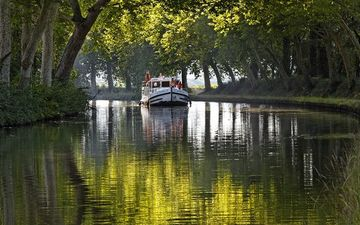 Boat trip along the Hérault and the Canal du Midi