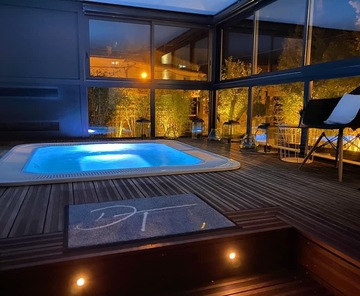 Romantic weekend with jacuzzi